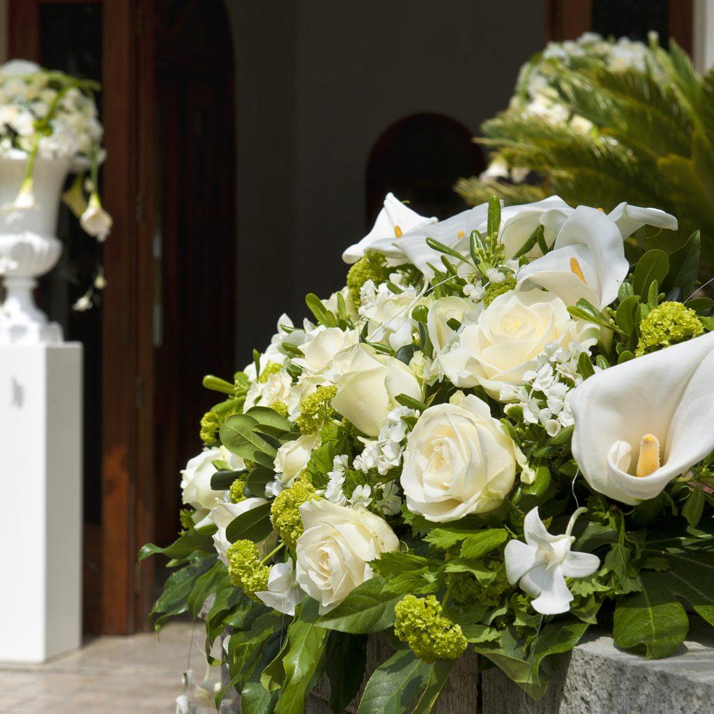 Dekoracje na ślub i wesele - litery, inicjały i liczby wykonane z kwiatów
