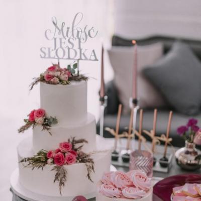 Candy bar tort weselny żywe kwiaty