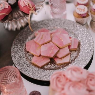 Słodki stół weselny ciasteczka lukrowane
