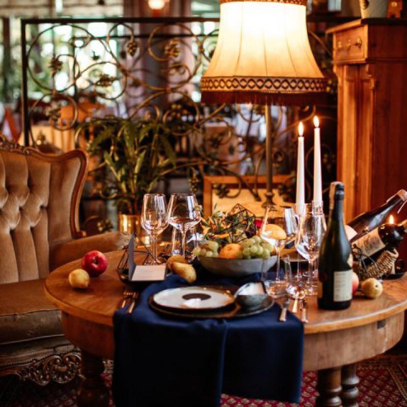 Włoskie wesele dekoracje na stołach weselnych