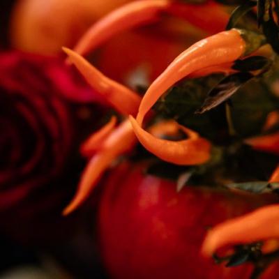 Czerwone papryczki na weselnym stole