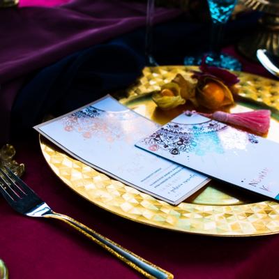 Bollywood table stol fuksja slub wesele plaza woda plener przyroda natura owoce kwiaty zielen niebieski (3)