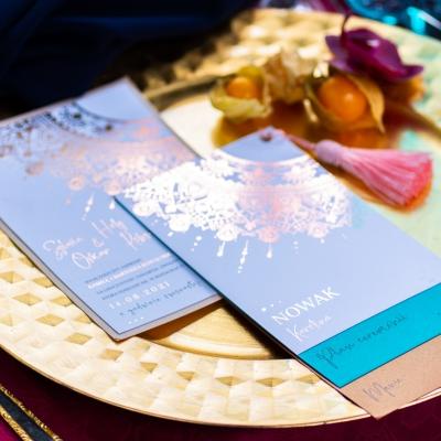 Bollywood table stol fuksja slub wesele plaza woda plener przyroda natura owoce kwiaty zielen niebieski (6)