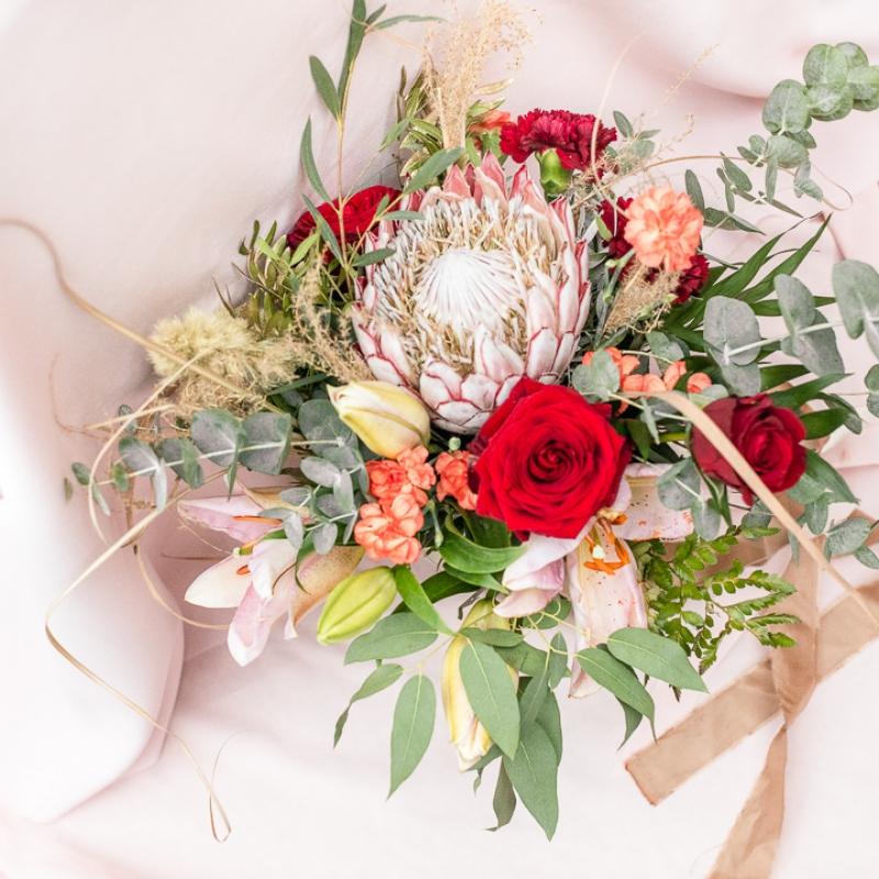 www Classy and elegant decor Dekoracje w dobrym guscie wesele szczecin bukiet wiazanka slub humanistyczny roz czerwien zielen milosc (1)