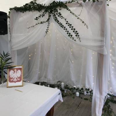 Classy and elegant decor dekoracje w dobrym guscie Slub plenerowy humanistyczny symboliczny plener szczecin ustowo namiot ogrod (6)