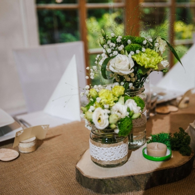 Classy-and-Elegant-Decor-dekoracje-rustykalne-naturalne-drewno-juta-slub-wesele-szczecin