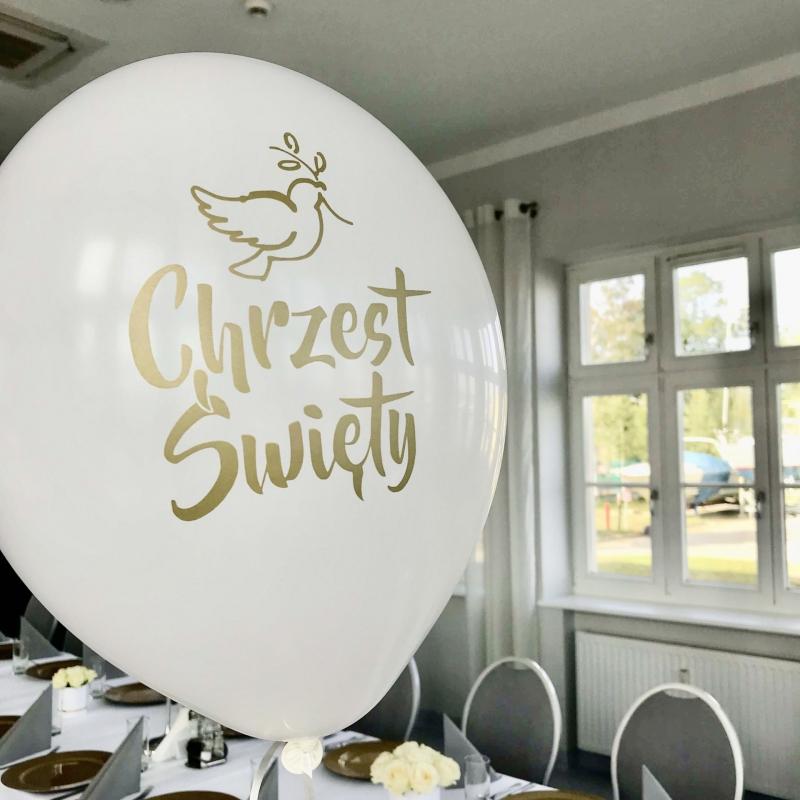 Chrzciny_chrzest_swiety_szczecin_nad_woda_dekoracje_dodatki_wypozyczalnia_kwiaty_podziekowania_szczecin_classy_and_elegant_decor_biale_zlote_balony