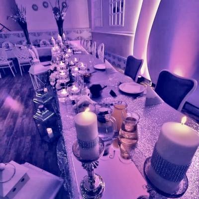 Classy_and_elegant_decor_dekoracje_slub_wesele_szczecin_zachodniopomorskie_glamour_srebrne_dodatki_slubne_lawenda_sala_weselna_lustrp_cekinowy_obrus_bieznik_srebro
